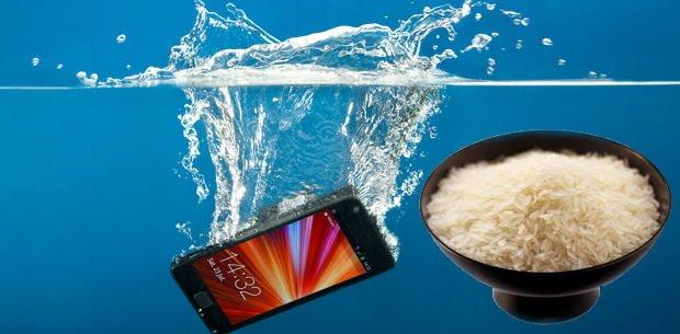 qué hacer cuando se nos moja el smartphone