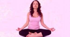 practicar Yoga reduce el estrés