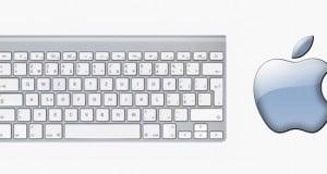Apple y un teclado retroiluminado