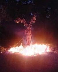 foto de bruja quemada en la hoguera