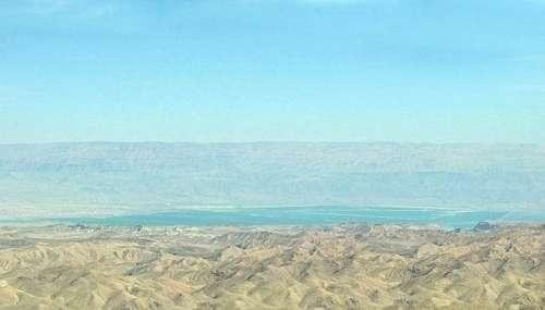 Mar Muerto (Mar Salado), cada vez más salado debido a la evaporación natural