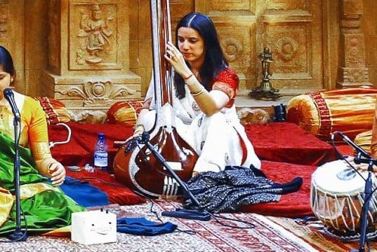 foto de músicos hindúes