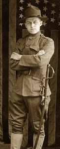 antiguo uniforme con sombrero