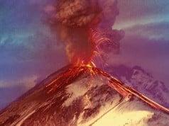 foto de un volcán haciendo erupción