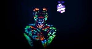como se genera la luz ultravioleta