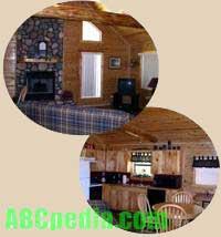 Interior de la cabaña: el estilo permanece rústico, al igual que la fachada exterior
